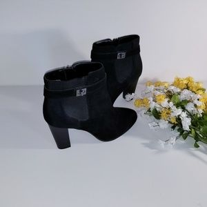 EUC Kelly & Katie Black Ankle Boot Size 9